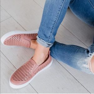 3 LEFT 🌸 cutout slip on sneakers blush pink